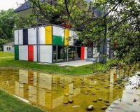 #Συνεχίζουμε_σπίτι, μέσα από το πολύχρωμο Pavillon Le Corbusier!
